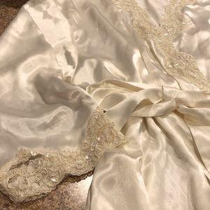 Vintage Victoria Secret Cream Lace Satiny Robe M/L
